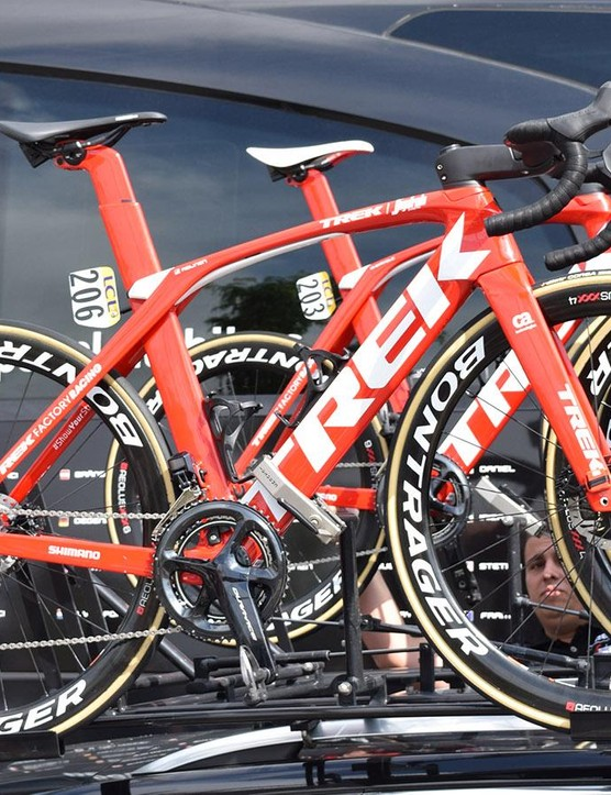 Kiel Reijnen paired his Madone Disc with Bontrager Aeolus XXX 4 wheels for stage 2 of the Criterium du Dauphine