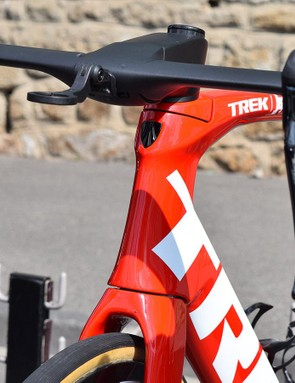 One of the most obvious design changes is the front area of the Madone where an inetgrated brake system usually sits on the rim brake version of the bike