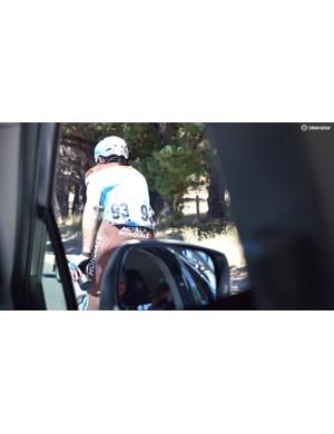 Matteo Montaguti heads back into the race following a nature break