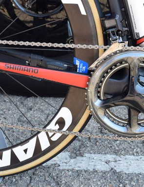 Dumoulin's bike is equipped with a full Shimano Dura-Ace R9150-P groupset