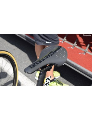 Several Mitchelton-Scott riders used Syncros XR1.0 SL saddles