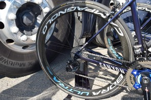 Campagnolo Bora Ultra 50 wheels have special team-issue decals for Movistar this season