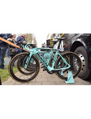 The entire LottoNL-Jumbo team raced on identically specced Bianchi Oltre XR4