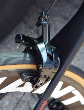 Shimano Dura-Ace R9100 rim brakes provide Dumoulin with stopping power