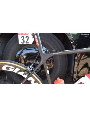 The Giant TCR has an integrated seatmast as opposed to a traditional seatpost and seatpost clamp