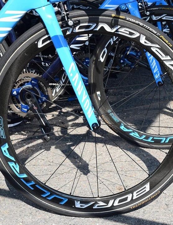A look at the front wheel on Valverde's bike