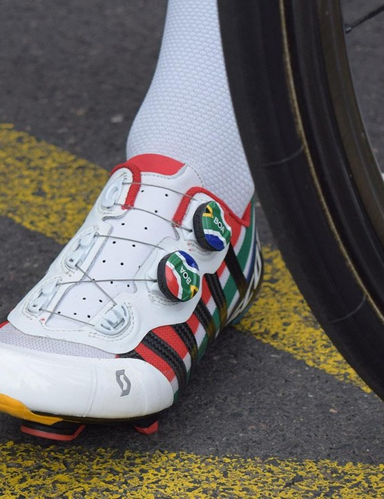 Daryl Impey has custom shoes from Scott to match his bike