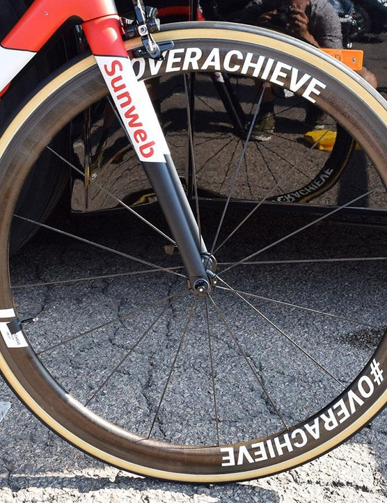 Dumoulin's front wheel looks to be a 42mm Giant SLR 0, while the rear appears to be a deeper 55mm version