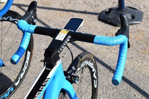 Valverde ran an integrated carbon cockpit from Canyon as opposed to a traditional handlebar and stem combination