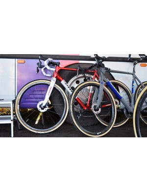 Apart from the finish, both bikes run the exact same components and drivetrain