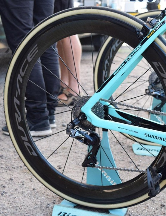 For the flatter stages at the start of the Tour de France, Roglič used deeper, more aero versions of the Shimano Dura-Ace R9100 wheels