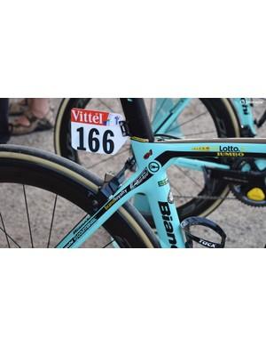 LottoNL-Jumbo uses all possible real estate on the frameset for sponsor exposure