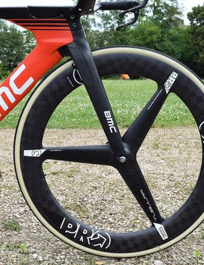 Paired with the rear disc, Rosskopf has a PRO 3-Spoke Textreme front wheel