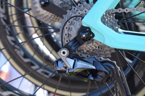 Like other frame manufacturers, Bianchi appears to have produced a direct-mount rear derailleur hanger