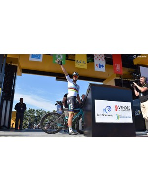 Peter Sagan waves to the crowds at sign-on wearing the rainbow jersey of the world champion