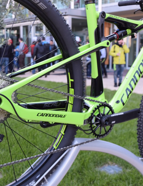 The Ballistec carbon frame has no pivots at the back, but flexes instead – Cannondale says the flex is very small, so shouldn't affect the suspension's kinematics