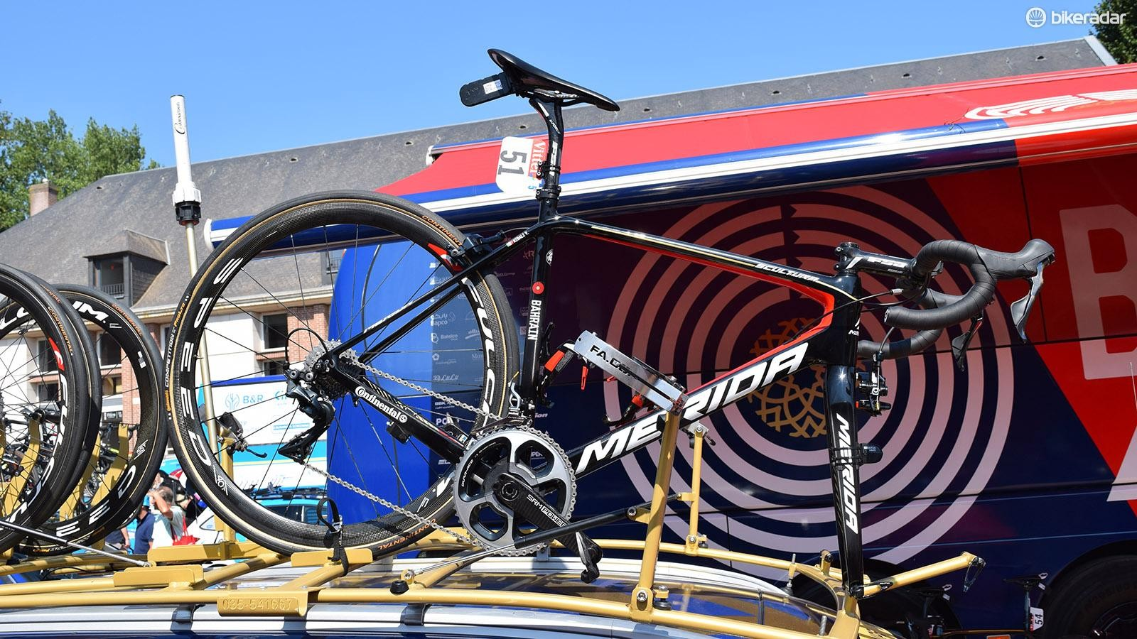 Vincenzo Nibali used mechanical Shimano Dura-Ace components for the cobbled stage 9
