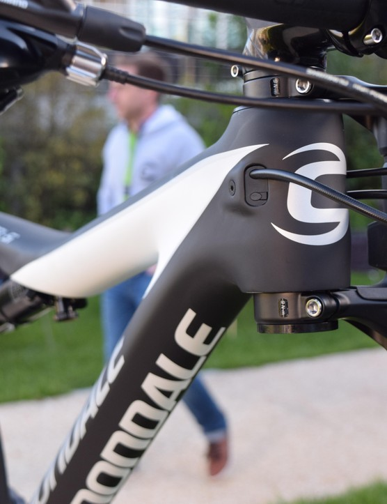 Neat modular cable routing for 1x, 2x, Di2 and stealth dropper options