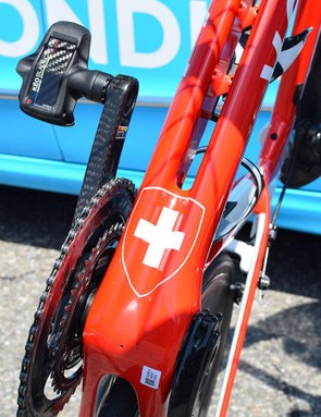 Dillier has the Swiss emblem on the bottom of his down tube, here you can also see the split down tube design of the Factor One