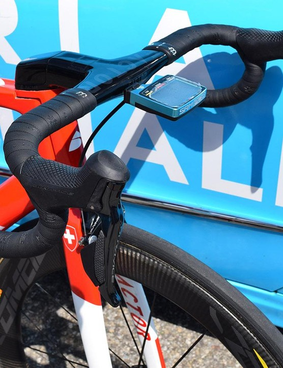 Shimano Dura-Ace R9150 levers control the shifting and braking on Dillier's bike