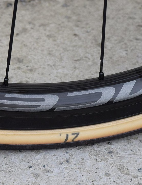 A simple denotion to mark the tyre size