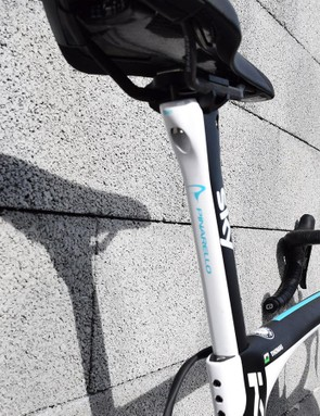 The rear of the seat post also features a coating of white