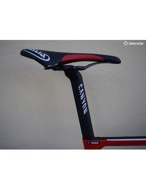 Canyon produces the frame specific S27 Aero VCLS CF seatpost