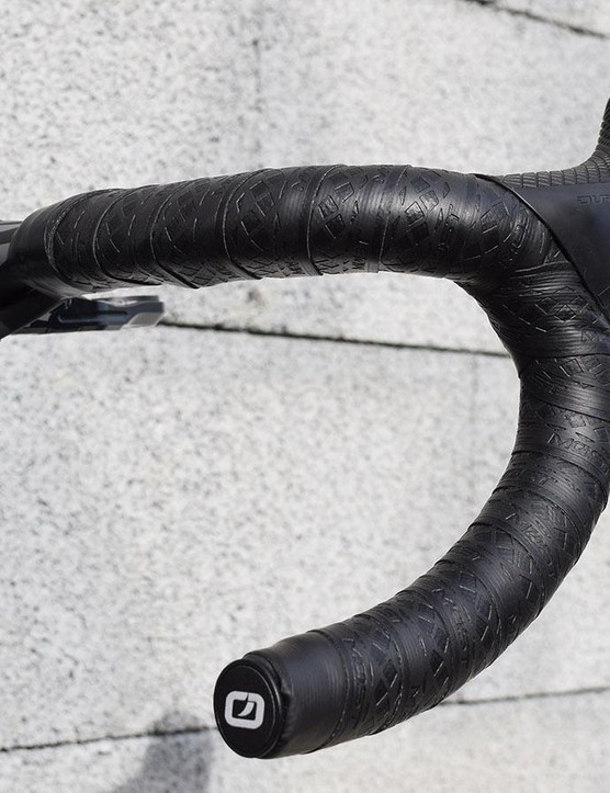 Like the majority of riders for Paris-Roubaix, Thomas has opted to double wrap his handlebar tape