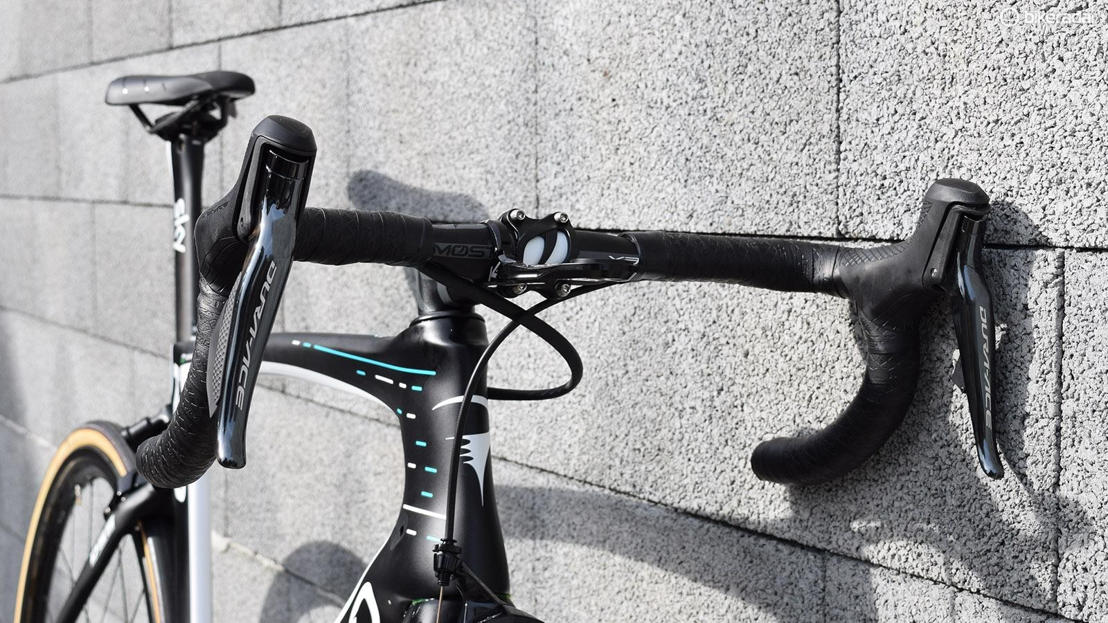 A look at the front end of Thomas' Pinarello
