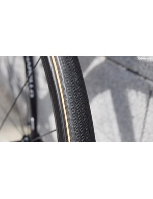 Here you can see the file tread pattern on the FMB tubulars, also note how wide the black outer section of the tyre wraps around the tubular