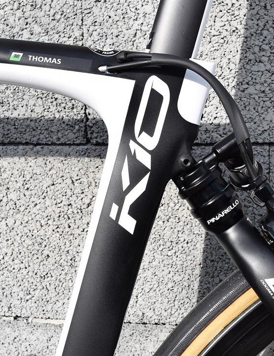 The bike features internal gear routing for the brakes, gearing and suspension system