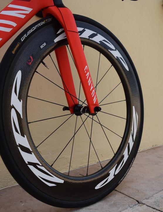 At the front of the bike Dowsett opts for a deep carbon Zipp 808 Firecrest wheel