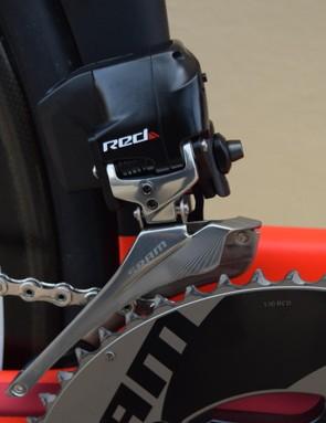 A closer look at the SRAM Red eTap wireless front derailleur