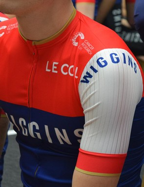 Ribbed sleeves on the short sleeve jersey