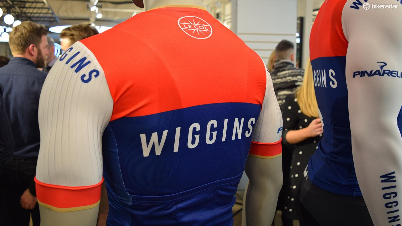 Fewer sponsors keep a clean and uncluttered design on the jersey