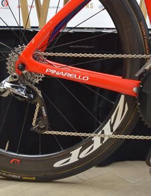 The bike runs a SRAM Red mechanical groupset