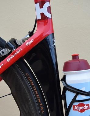 The seat tube hugs the rear wheel to improve aerodynamic performance