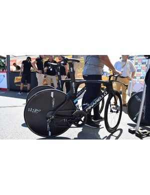 Team Sky have continued to use the paint job from the 2016 season on their time trial machines