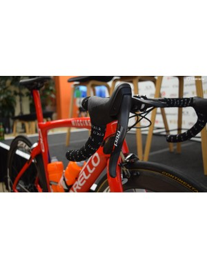 The SRAM Red shifters complement the design of the frameset