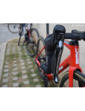 The BMC is paired with a Shimano Dura-Ace R9170 electronic groupset with hydraulic disc brakes