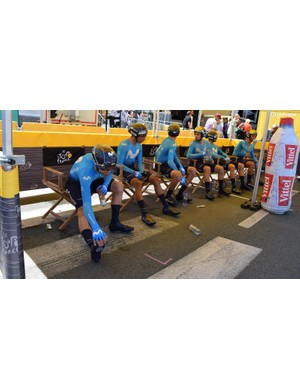Team Movistar sit in the shade in their Endura Drag2Zero speedsuits ahead if the stage
