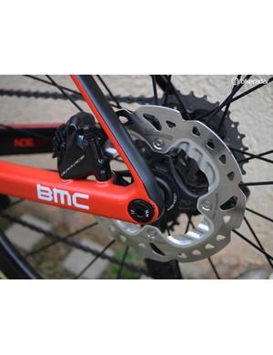 BMC runs 140mm disc brake rotors at the rear of the bike