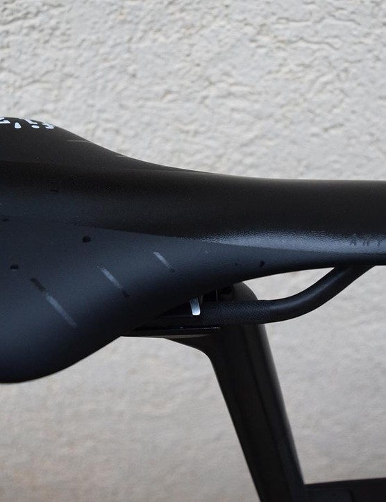 Fizik saddles are common in the WorldTour peloton, with Gerrans opting for a black-and-white Antares model