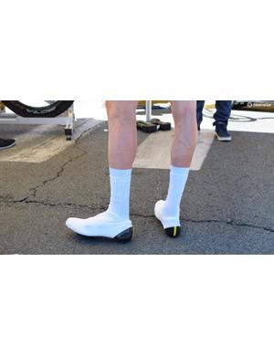 Dan Martin wore unbrander aerodynamic overshoes
