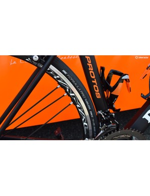 Nippo-Vini Fantini-Europa Ovini equip their De Rosa bikes with IRC Formula Pro Tubeless tyres, with Cunego opting for the 28mm variant