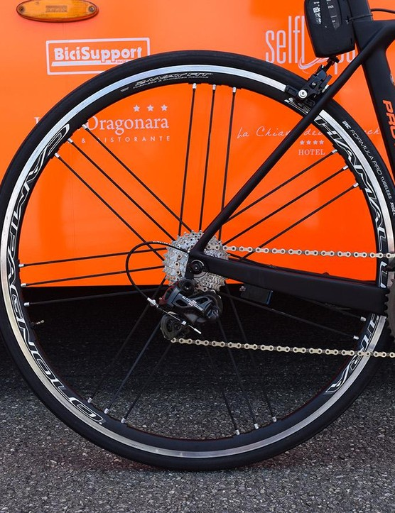 The team used the alloy-rimmed Campagnolo Shamal Ultra wheels for the Tour de Suisse