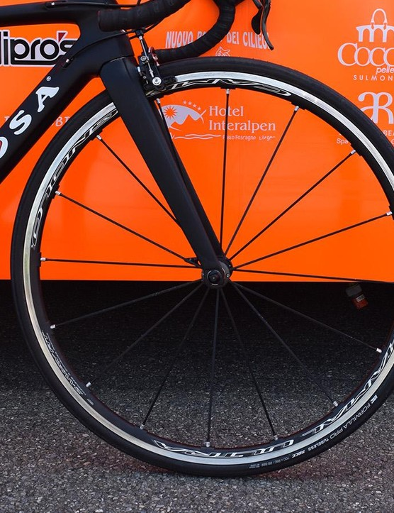 A closer look at the Campagnolo Shamal Ultra front wheel