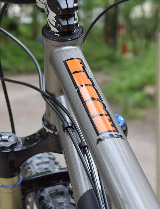 Tidy cable routing, and again, no mistaking your ride