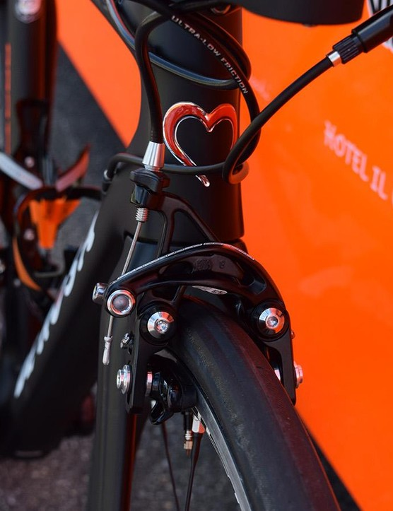 The 28mm tubeless tyres are a close fit even with the direct-mount Campagnolo brakes