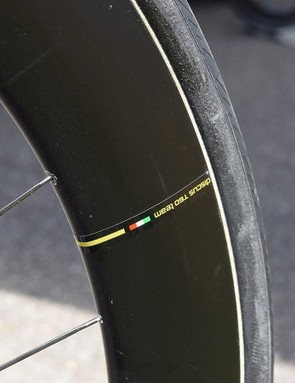 Disc brakes result in neat looking carbon rims, with full stickers and no brake track